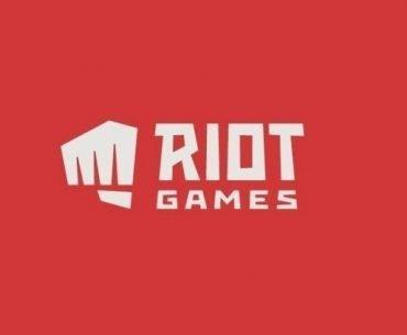 Logo de Riot Games en color blanco y fondo rojo