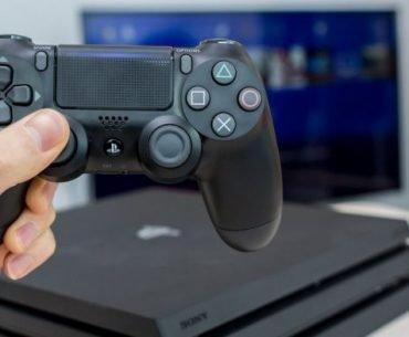 Mando y consola PlayStation 4