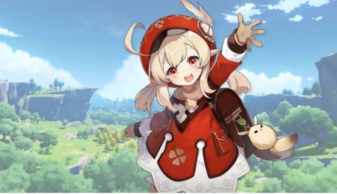 Una de las protagonistas de Genshin Impact luciendo un traje de color rojo con detalles blancos, mientas levanta su brazo izquierdo con un valle al fondo repleto de vegetación a plena luz del día