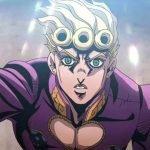 Imagen de Giorno Giovannia tomada del anime JoJo no Kimyou na Bouken Part 5: Ougon no Kaze con el protagonista mira dl hacia arriba con sorpresa y emoción mientras alza el brazo derecho y luz destella desde las alturas.