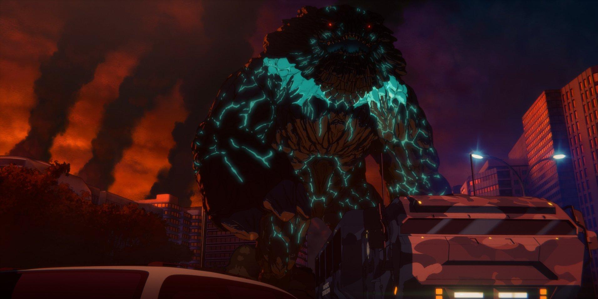 Imagen oficial de Pacific Rim The Black con un monstruo de grandes proporciones destruyendo la ciudad.