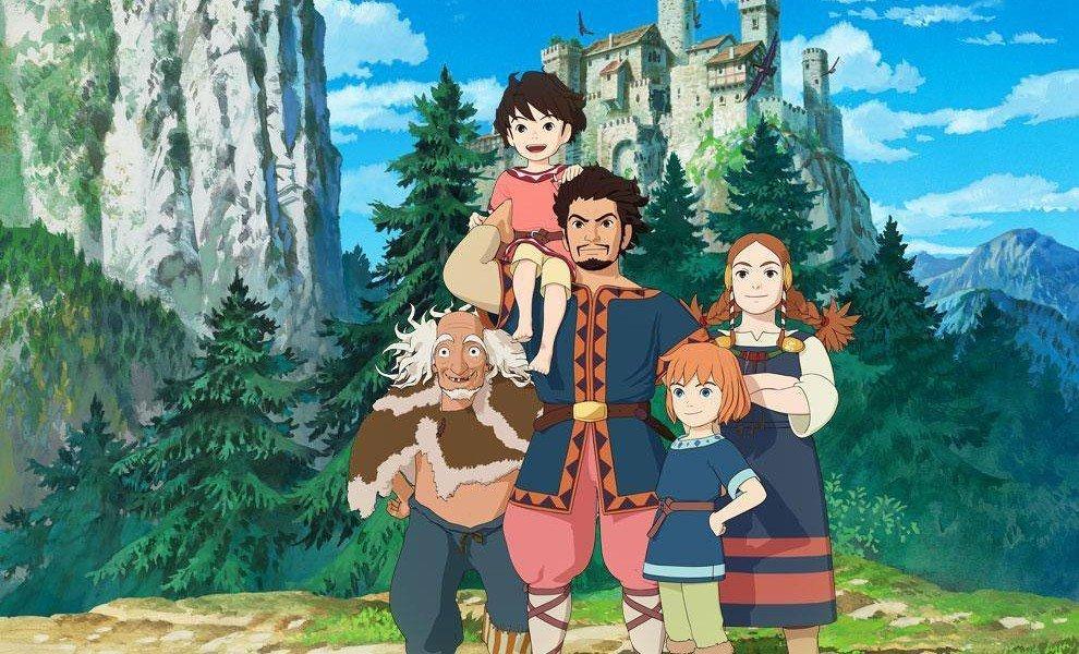 Imagen de Sanzoku no Musume Ronya de Goro Miyazaki con todos los protagonistas reunidos y sonriendo hacia al frente mientras al fondo se ve un gran castillo, vegetación y el cielo azul.