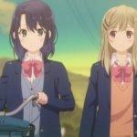 Adachi y Shimamura lado a lado mientras regresan a casa después de la escuela, y adachi empuja su bicicleta