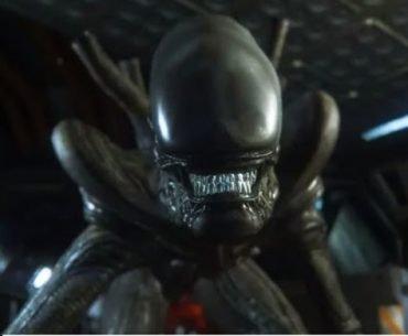 Un xenomorfo de 'Alien Isolation' bastante aterrador en medio de una nave espacial