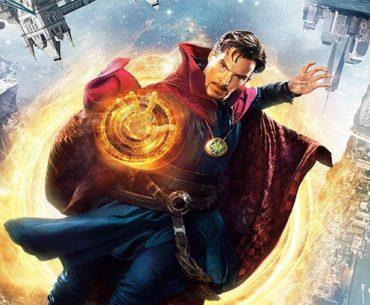 Póster de la película Doctor Strange con este en el centro.