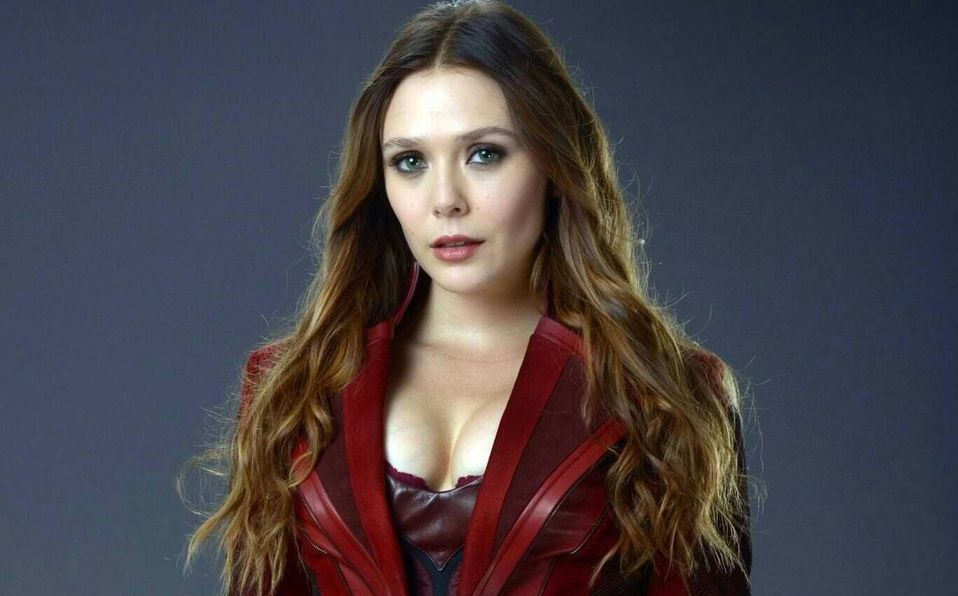 Elizabeth Olsen interpretando a Scarlet Witch.