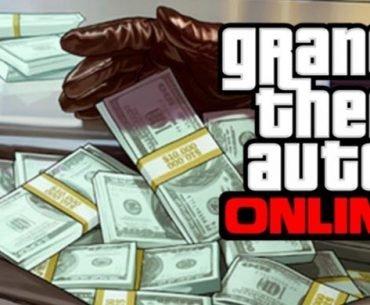 El logo de GTA Online acompañado de pacas de dinero sostenidas por unas manos que usan guantes negros