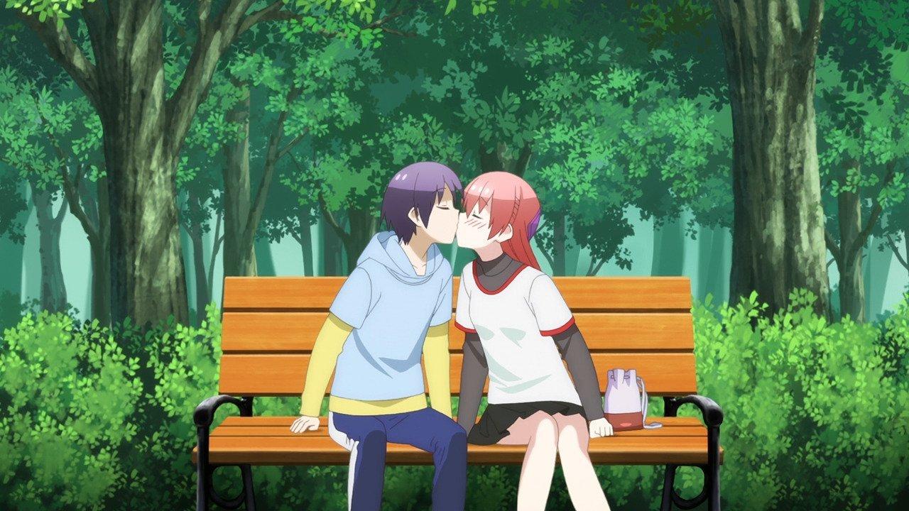 Imagen del anime Tonikawa con los protagonistas sentados en una banca en el parque dándose un beso.