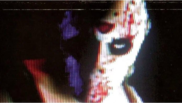 Portada de Manhunt en la que destaca el protagonista con una misteriosa máscara de color blanco