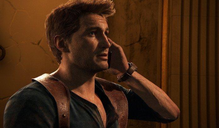 Nathan Drake habla por teléfono en cinemática de Uncharted 4.
