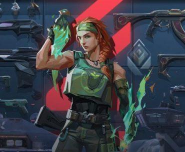 Imagen de la agente Skye frente a un estante de rifles