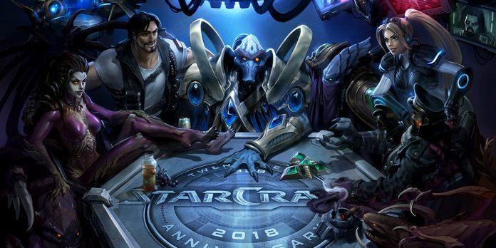 Diferentes personajes de StarCraft II reunidos en una mesa redonda