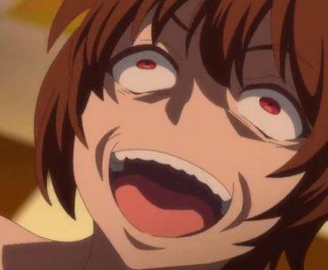Imagen tomada del tráiler de Kaifuku Jutsushi no Yarinaoshi con el protagonista en un primer plano desde lo alto riendo y con expresión histérica.