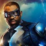 Black Lightning en imagen promocional de la serie de The CW