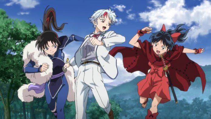 Imagen de Yashahime Sengoku Otogizoushi con las tres Protagonistas corriendo hacia la cámara mientras al fondo se ven montañas y un cielo azul despejado.