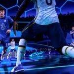 Jugadores de fútbol se enfrentan en un terreno de juego