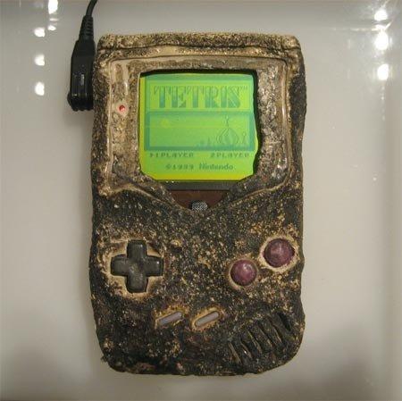 Game Boy quemada tras bombardeo.