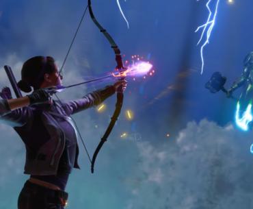 Kate Bishop apunta al Super Adaptoide.