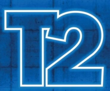 Logotipo de Take-Two Interactive en azul neón, con fondo en azul puro