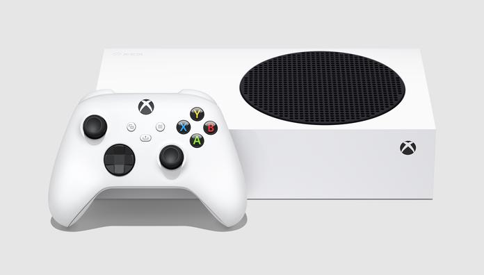 Consola Xbox Series S junto al control de Microsoft.