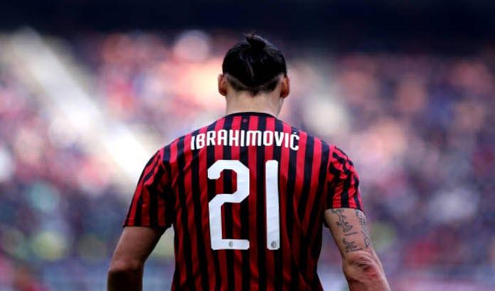 Zlatan Ibrahimovic con su uniforme del AC Milan