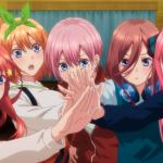 Imagen tomada del tráiler de '5-toubun no Hanayome ∬' con las quintillizas reuniendo sus manos en el centro de la pantalla con expresión de sorpresa.