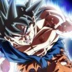 Imagen tomada de 'Dragon Ball Super' con Goku sacando todo su poder mientras mira hacia la cámara y al fondo se ve la energía fluyendo.