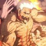Imagen tomada del primer episodio de 'Shingeki no Kyojin The Final Season' con el titán acorazado de perfil mientras cubre a otro Titan.