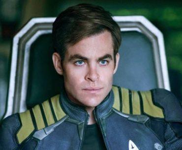 Chris Pine con su traje de Star Trek