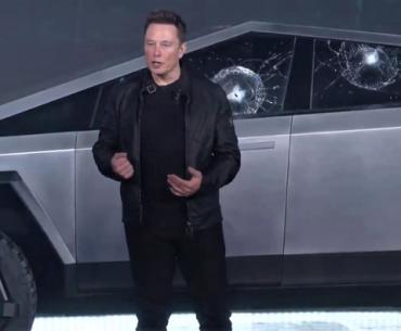 Elon Musk presentando su Cybertruck.