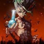 Imagen promocional de 'Doctor Stone' con Senku sin camisa y el mitad del cuerpo petrificado mientras sostiene una vasija que se usa en ciencias.