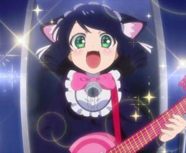 Imagen tomada de 'Show by Rock!! Stars!!' con la protagonista con expresión de emoción mientras toca su guitarra en el escenario.