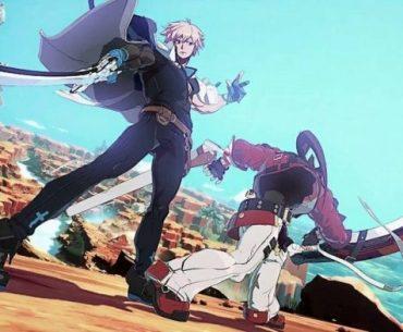 Imagen tomada del tráiler de 'Guilty Gear -Strive-' con dos de los luchadores desde un ángulo bajo mientras pelean en el desierto.