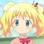Imagen tomada del anime 'Kin-iro Mosaic' con la protagonista en un primer plano con una expresión serena.