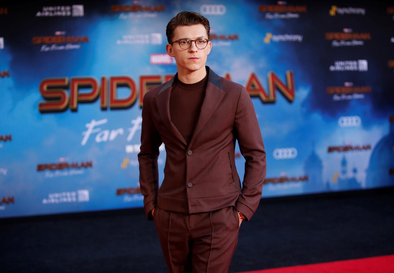 """El actor Tom Holland posa en el estreno mundial de """"Spider-man: Far From Home"""""""