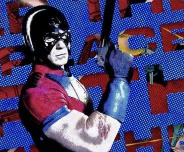 Imagen promocional de Peacemaker, interpretado por John Cena