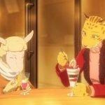 Imagen tomada del anime 'Beastars' con Sheila y Peach al aire libre comiendo un parfait juntas.