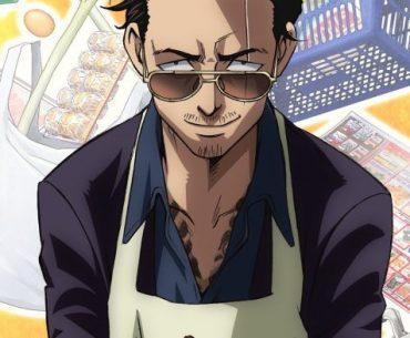 Imagen promocional oficial de 'Gokushufudou' con un primer plano del protagonista mientras al fondo se ven compras del mercado flotando en un fondo amarillo.