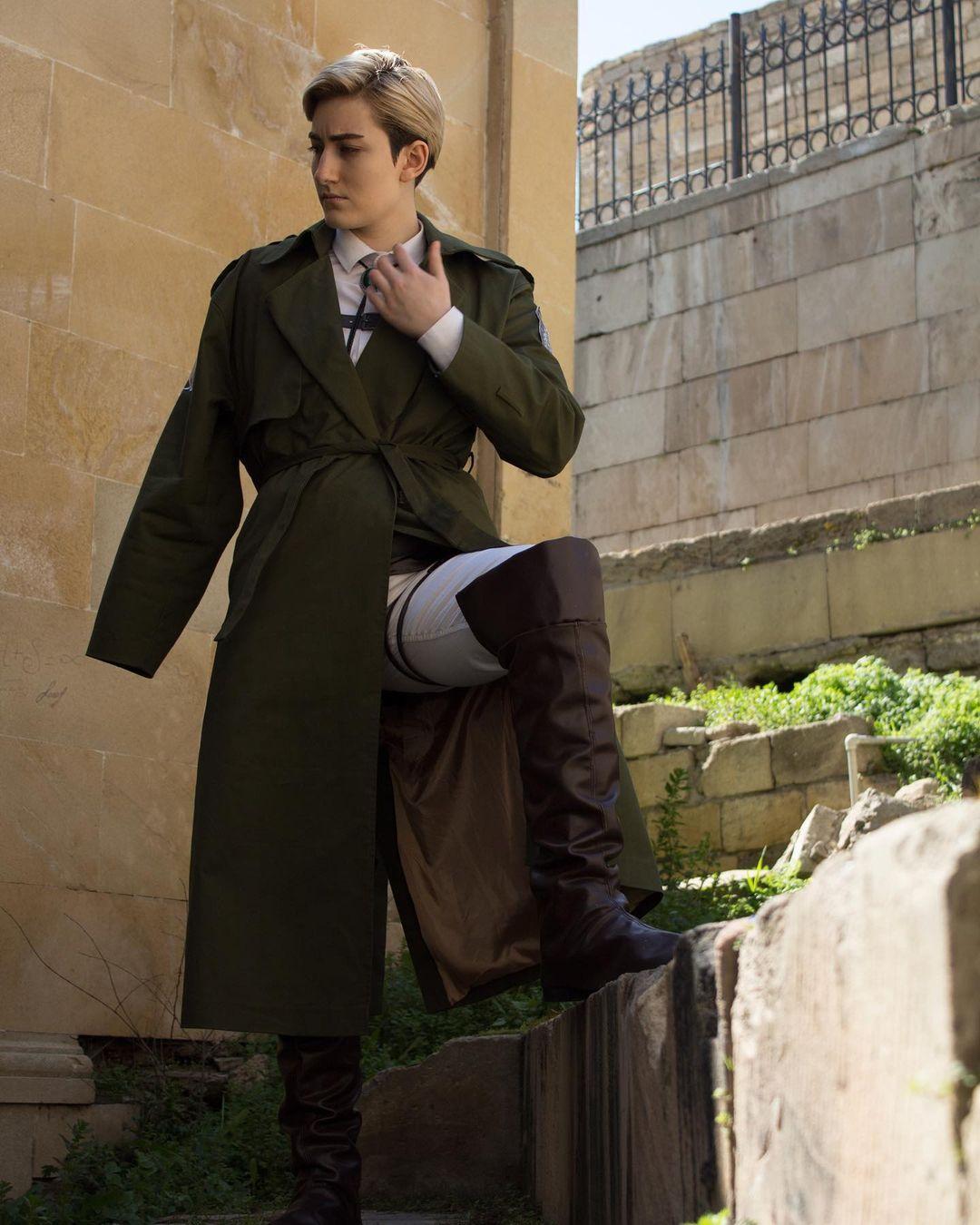 Fotografía del cosplayer Jack como Erwin de 'Shingeki no Kyojin.