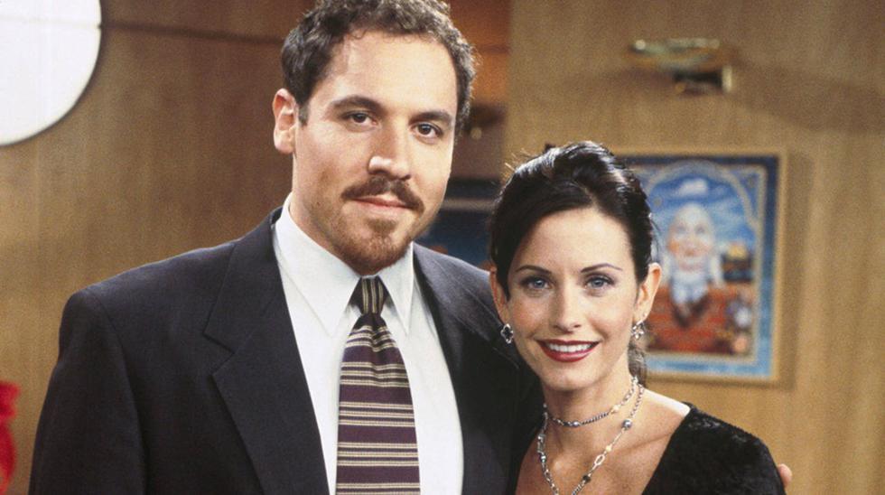 Actor Jon Favreau interpretando al novio de Monica en la comedia Friends