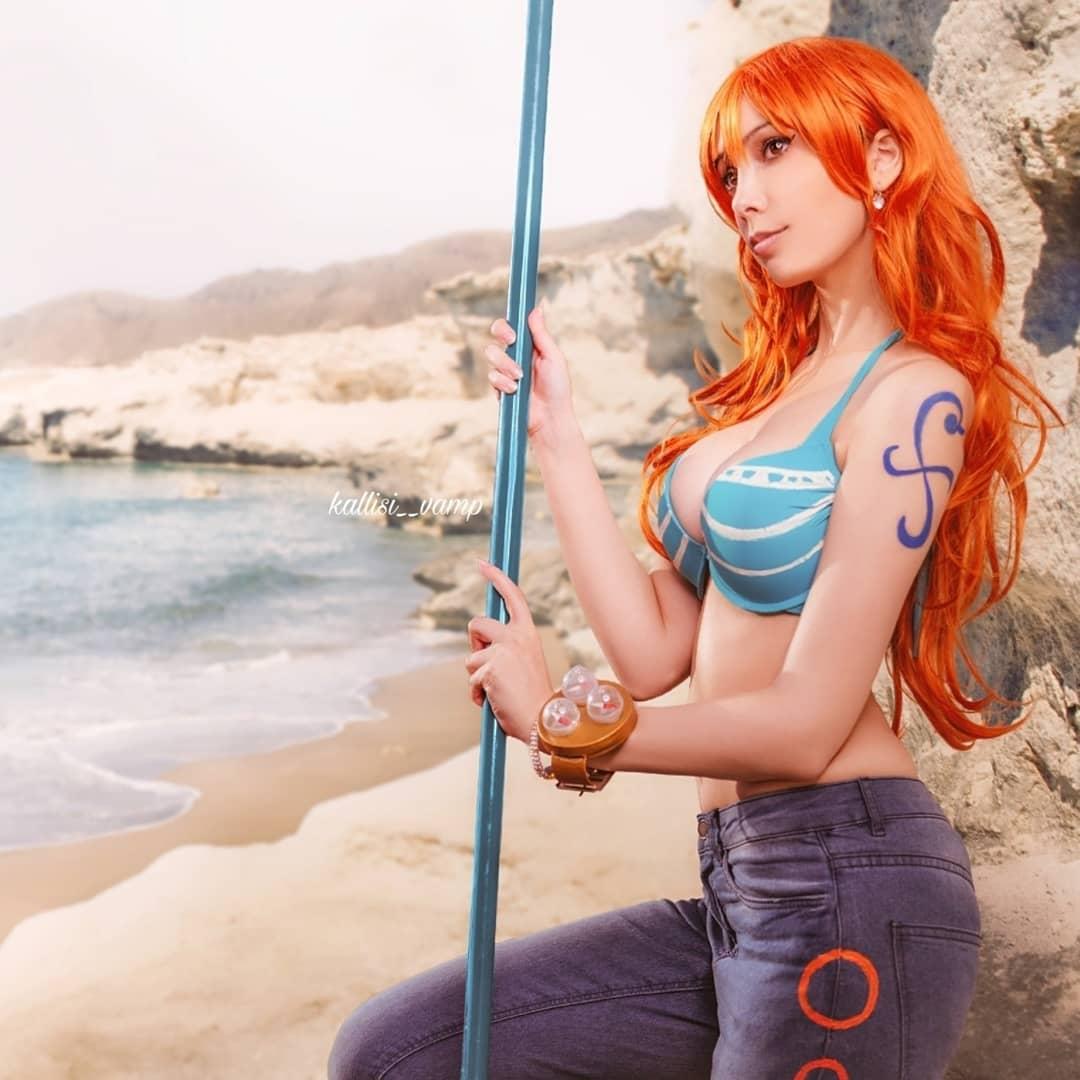 Fotografía de la cosplayer Kalli como Nami de One Piece.