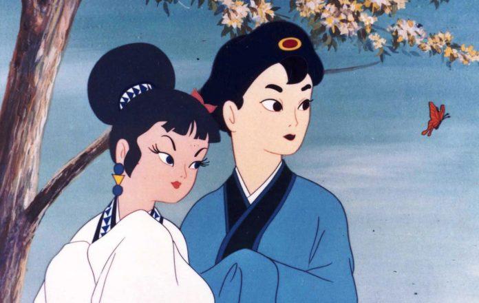 Imagen tomada de la cinta 'Hakujaden' con los protagonistas asombrados y mirando hacia la izquierda.