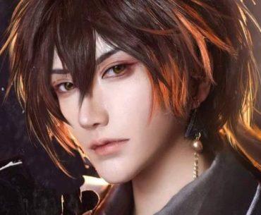 Fotografía del cosplayer Lonely Star como Zhongli de 'Genshin Impact'.