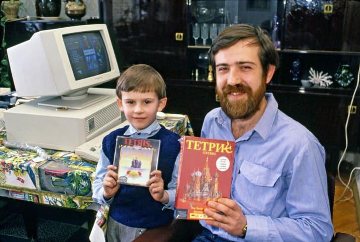 Pajitnov y su hijo.