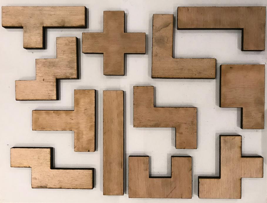Pentominos de madera.