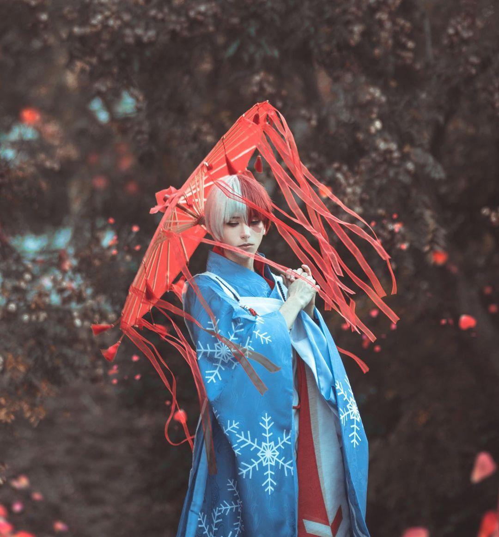 Fotografía del cosplayer Skei como Shoto Todoroki de 'Boku no Hero Academia'.