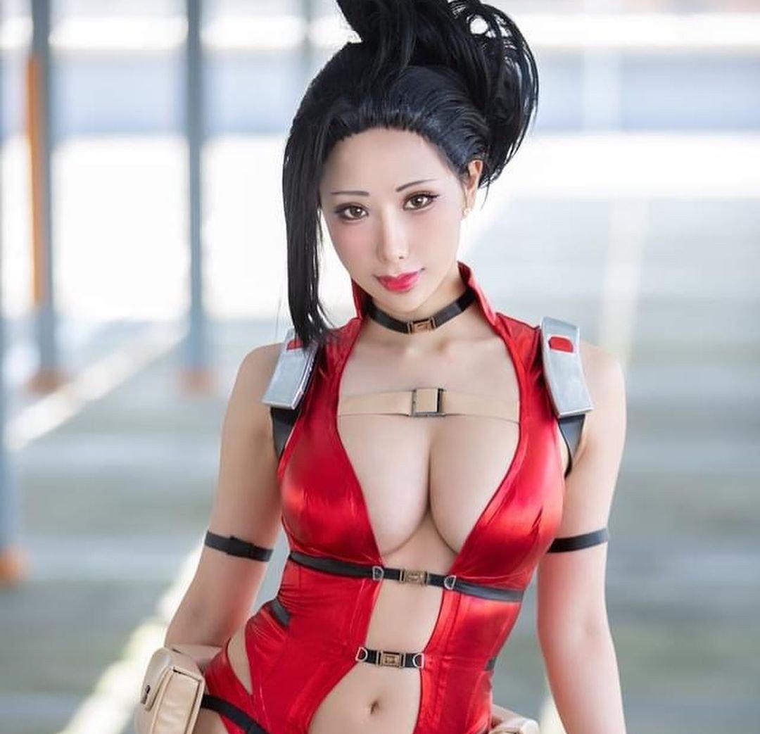 Fotografía de la cosplayer Hane_ame como Yaoyorozu Momo de 'Boku no Hero Academia'.