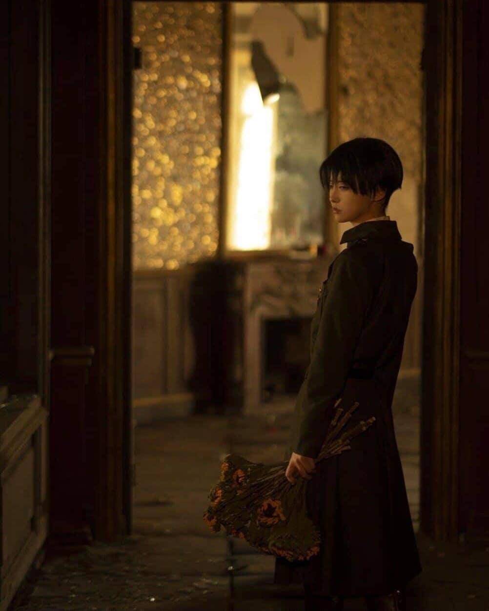 Fotografía del cosplayer Ramune como Levi Ackerman de 'Shingeki no Kyojin'.