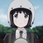 Imagen tomada del tráiler de 'Super Cub' con un primer plano de la protagonista con un cielo azul al fondo.