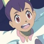 Imagen tomada de 'Pokémon Journeys' con un primer plano de Iris sonriendo y con los brazos extendidos hacia los lados.